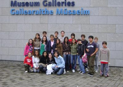 Chicos en un museo en Irlanda